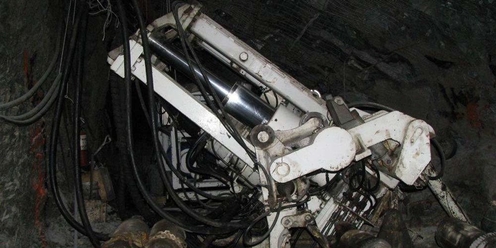 Byrnecut Risedrilling machinery, Robbins 56R Drill Rig